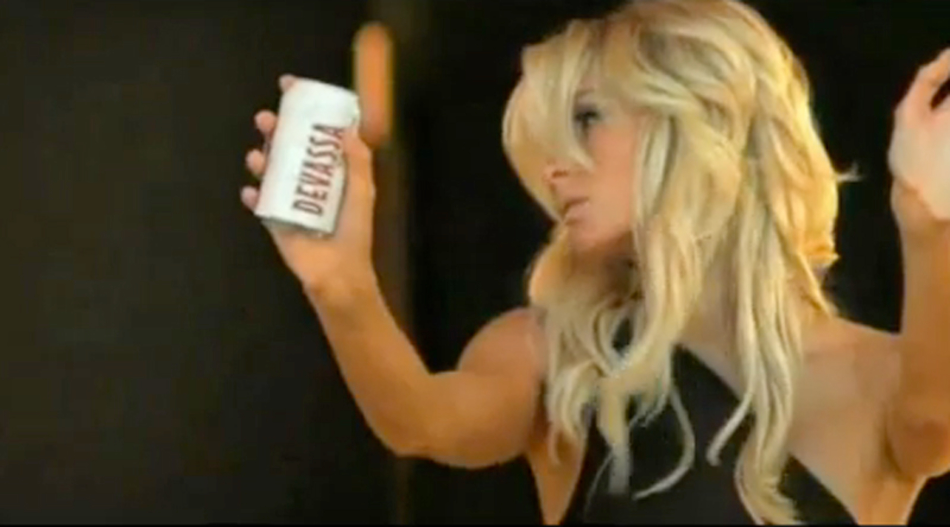 Paris Hilton jako pivařka? Jen reklamní trik!