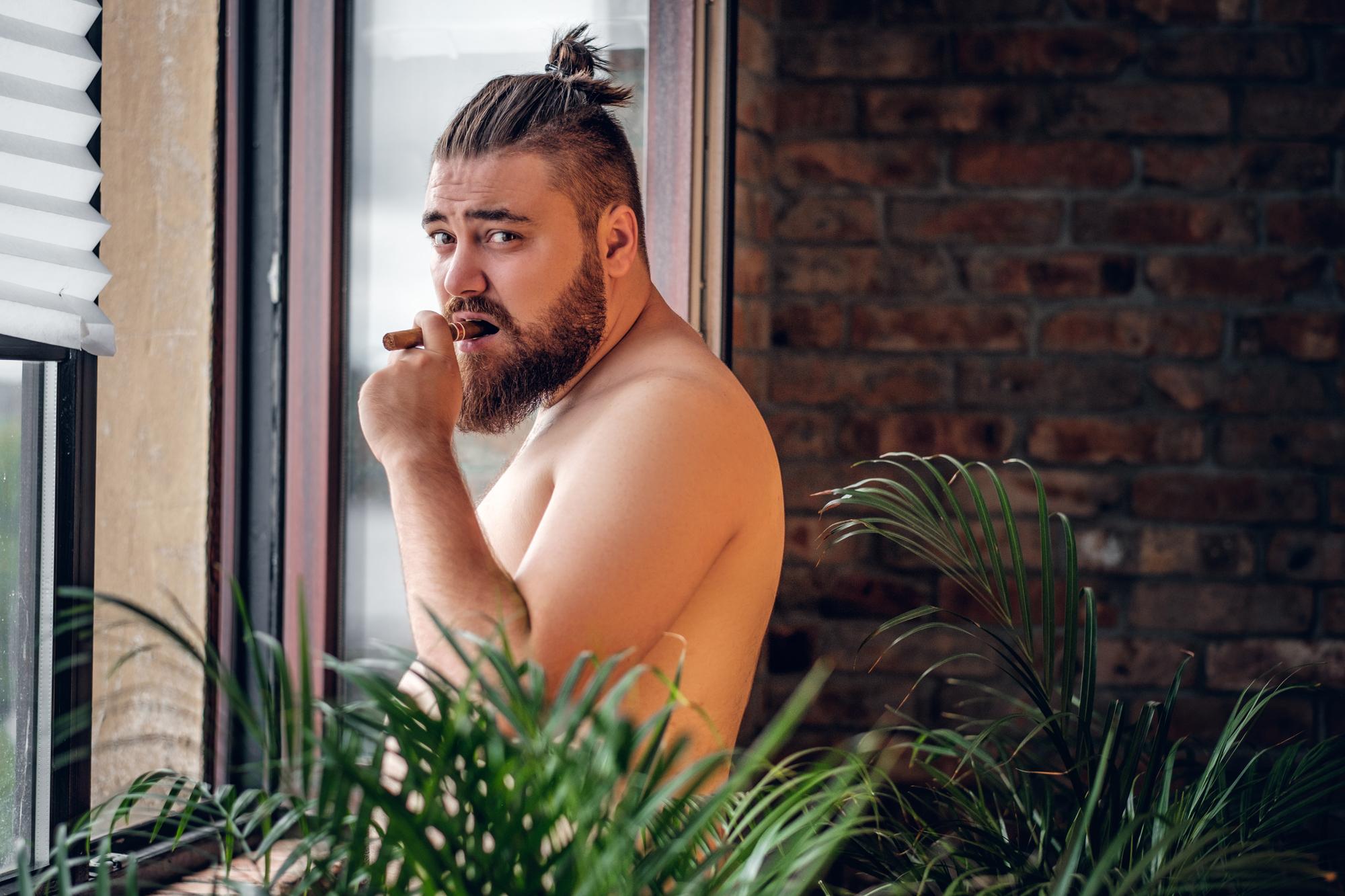 Tlustí muži vydrží v sexu déle