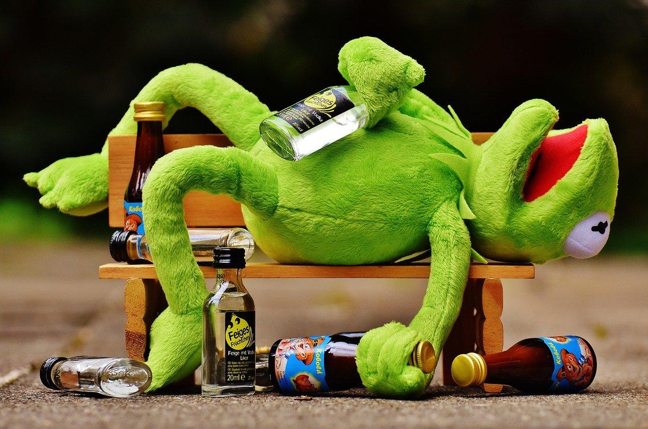Proč je bezpečnější pít lihoviny aneb Mrtvá žába v Pepsi